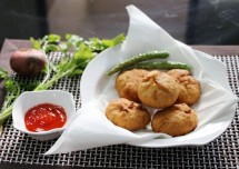 Crispy Pyaaz/Onion Ki Kachori Recipe