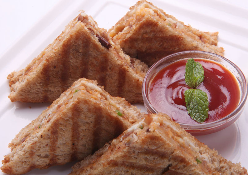 Grilled Rajma Masala Sandwich Recipe
